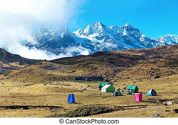 hoge bergen, campsite, bovenzijde, tentjes