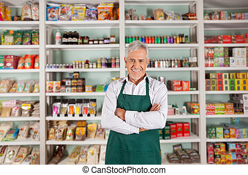 hoger mannetje, eigenaar, staand, in, supermarkt