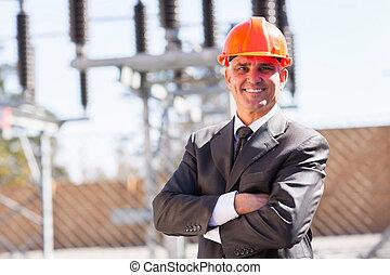 hoger mannetje, industriebedrijven, ingenieur, met, gekruiste wapens