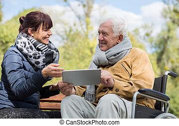 hogere mens, gebruik, tablet