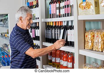 hogere mens, kies, wijntje, op, supermarkt
