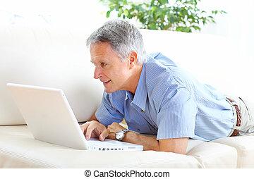hogere mens, met, draagbare computer