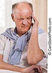 hogere mens, met, hoofdpijn