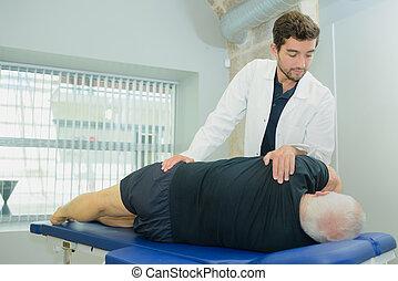 hogere mens, op, een, physio, therapie