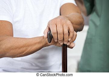 hogere mens, vasthouden, stok, in, rehab, centrum