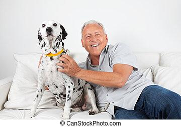 hogere mens, zittende , met, zijn, dog