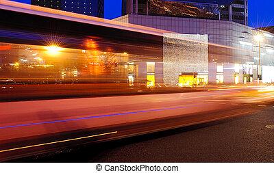 hohe geschwindigkeit, und, verwischt, bus, leichte spuren,...
