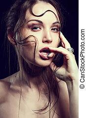 hohe mode, look.glamor, closeup, porträt, von, schöne , sexy, stilvoll, blond, kaukasier, junge frau, modell, mit, hell, aufmachung, mit, rote lippen, mit, perfekt, sauber, haut, mit, bunte, accessoirs