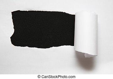 hoja, rasgado, contra, papel, fondo negro