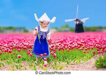 holandés, niña, en, campo de tulipán, en, holanda
