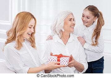 holdign, 家族, プレゼント, メンバー, うれしい