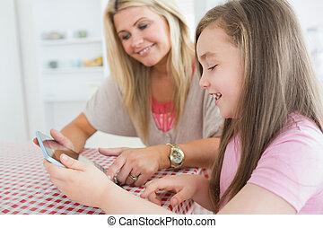 holding donna, tavoletta, computer, bambino