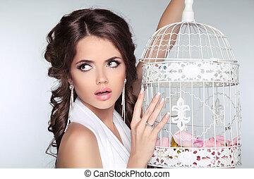 holding donna, vendemmia, grigio, isolato, concetto, fondo, foto, uccello gabbia, stupito
