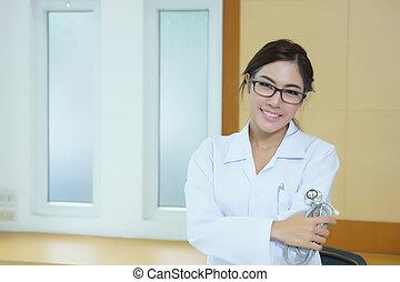 holdingen, läkare, lycklig, stetoskop, ung, stående, framgångsrik, kvinnlig