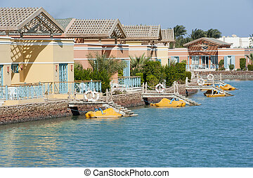 Holiday bungalows on a river - Luxury waterfront holiday...