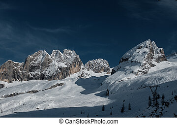 Holiday in the ski resort of northern Italy. Tour to the Dolomites.