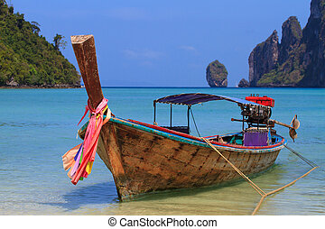 Holidays paradise beach - Long tailed boat Ruea Hang Yao on...