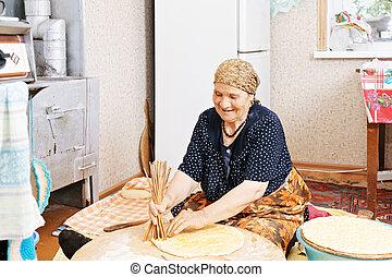holing, 연장자 여자, bread