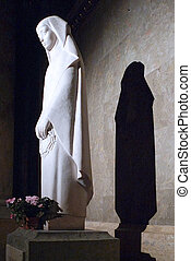 sculpture of the Virgin with the shadow behind her