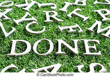 holz, alphabet, in, formulierung, gemacht, auf, künstlich, grünes gras, hintergrund