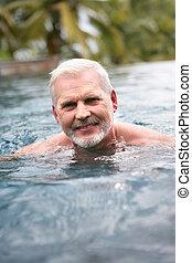 hombre, anciano, natación