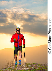 hombre, atleta, practicar, rastro, con, palos, en, ocaso, vertical, imagen