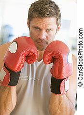 hombre, boxeo, en, gimnasio