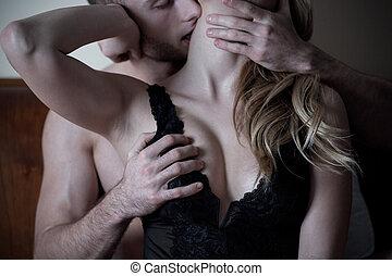 hombre, caricias, cuello, y, pecho, de, mujer