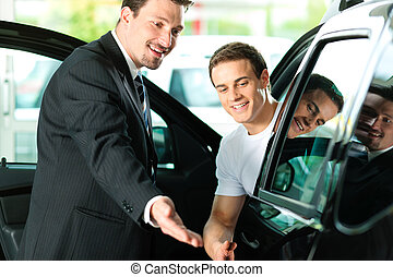 hombre, coche que compra, de, vendedor