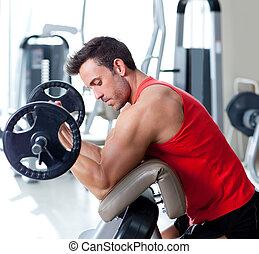 hombre, con, cargue instrucción, equipo, en, deporte, gimnasio