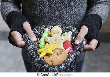 hombre, con, galletas navidad