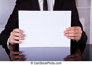 hombre de negocios, actuación, blanco, cartel, en el escritorio