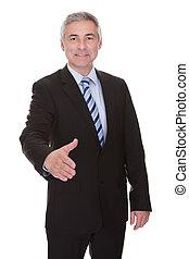 hombre de negocios, apretón de manos, maduro, ofrecimiento, retrato