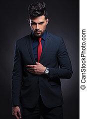 hombre de negocios, asideros, entregue, traje, solapa