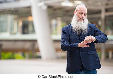 hombre de negocios, barbudo, ciudad, reloj, verificar, aire ...