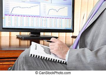 hombre de negocios, con, plan trabajo empresa