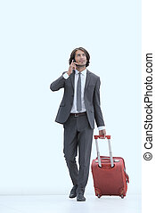 hombre de negocios, con, viaje, maleta, hablar teléfono