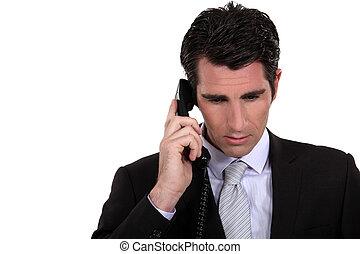 hombre de negocios, concentrar, llamada, durante