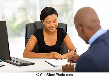 hombre de negocios, contrato de firma, africano