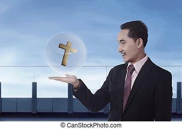 hombre de negocios, cristiano, asiático, tenencia, cruz