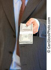 hombre de negocios, dar, pila, de, dólares., close-up.