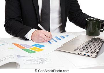 hombre de negocios, datos, analizar