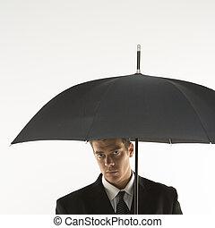 hombre de negocios, debajo, umbrella.