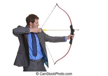 hombre de negocios, disparando, flecha, arco
