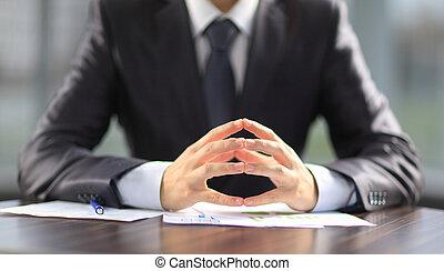 hombre de negocios, documentos, trabajando