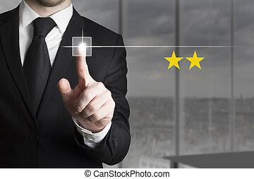 hombre de negocios, empujar, botón, dos, estrella, clasificación