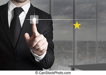 hombre de negocios, empujar, botón, uno, estrella, clasificación