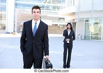 hombre de negocios, en, oficina