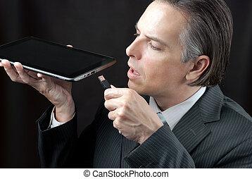 hombre de negocios, Enchufes, tableta