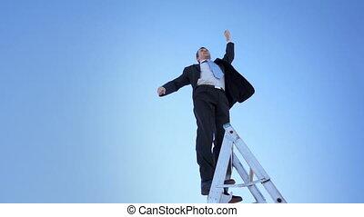 hombre de negocios, escalera, orgulloso, ganador